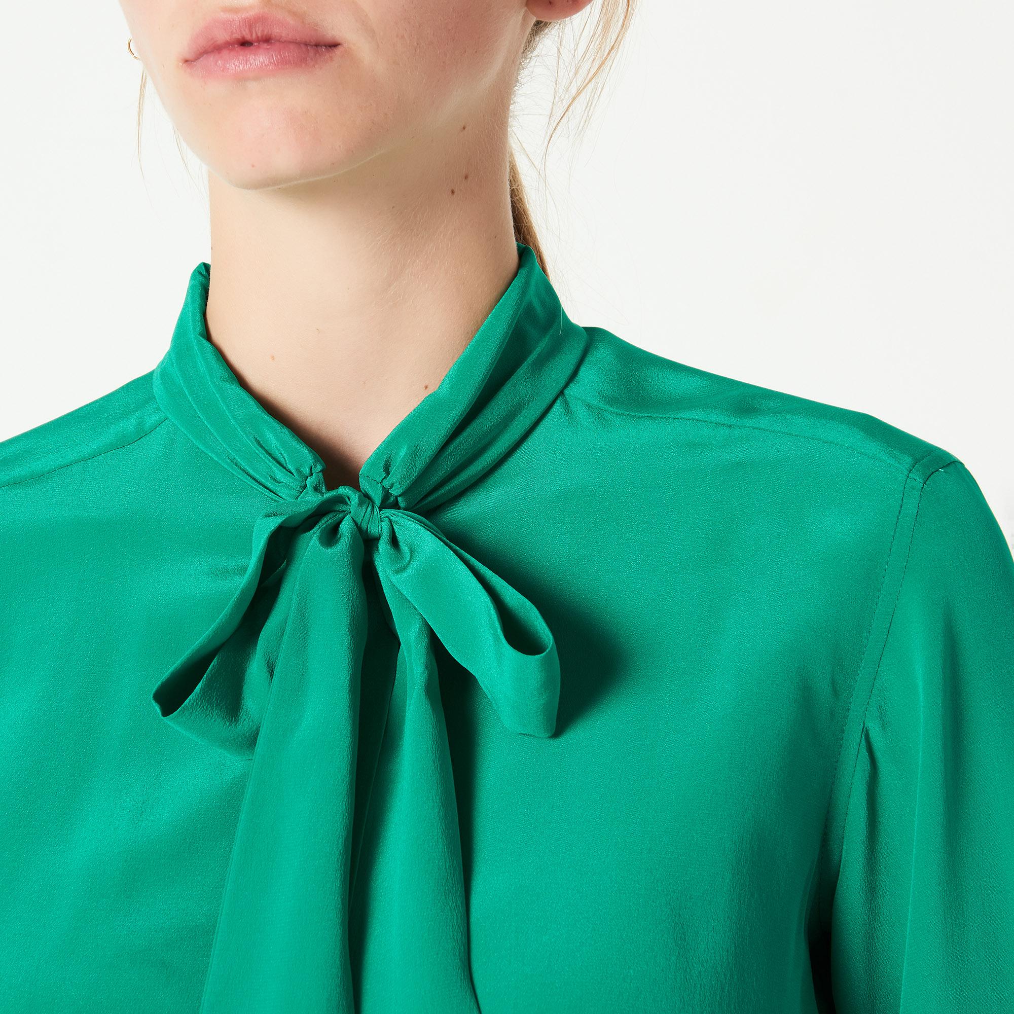 chemise en soie col lavalli re c11542h tops chemises. Black Bedroom Furniture Sets. Home Design Ideas